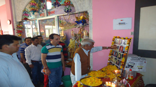 KPs paying tributes to Nadimarg martyrs at Muthi on Thursday.