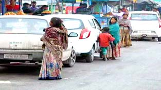 Beggars surrounding vehicles at Lakhanpur. -Excelsior/Pardeep