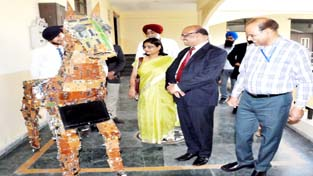 Member Secretary, AICTE Prof Mittal inspecting the Trojan Horse made from e waste in the Campus.