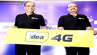 Rajat Mukarji, Chief Corporate Affairs Officer, Idea Cellular and Sudhir Pradhan, Chief Operating Officer, Punjab, HP and J&K, Idea Cellular launching 4G services in Jammu on Tuesday.