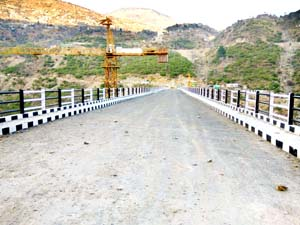 A view of Ganpat bridge over Chenab at Doda, awaiting commissioning for the last 5 months. -Excelsior/ Tilak Raj
