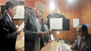 Farooq, Khan file nominations from Srinagar