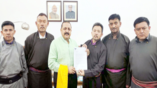 Union Minister Dr Jitendra Singh receiving a memorandum from a delegation of the Leh unit of BJP, led by its President Tsewang Gonbo, at New Delhi.
