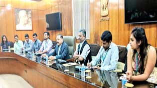Union Minister Dr Jitendra Singh interacting with students of journalism who called on him at North Block, New Delhi on Wednesday.