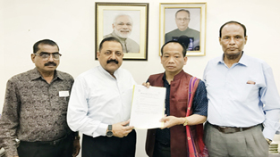 Union Minister Dr Jitendra Singh receiving a memorandum from Northeast delegation led by BJP Mizoram State General Secretary Vanlalhmuaka, at New Delhi on Monday.