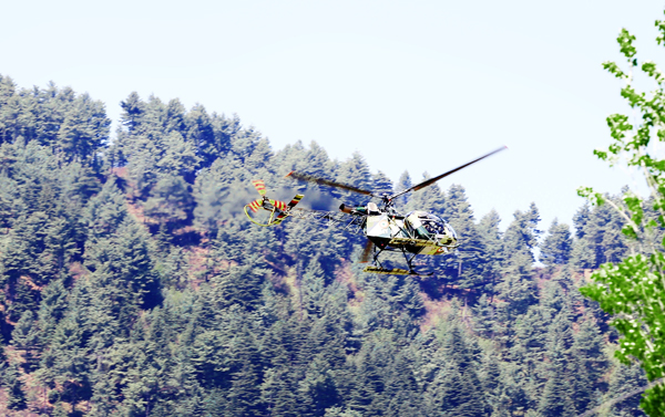 An Army helicopter pressed for search operation at Panzgam, Kupwara on Thursday. -Excelsior/ Aabid Nabi