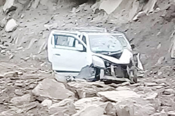 The vehicle, which was hit by boulder at Kuligad area in district Kishtwar on Saturday.                  -Excelsior/ Tilak Raj
