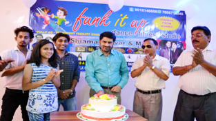 Famous Art personality Balwant Thakur inaugurating 'Funk It Up' in Jammu on Sunday.