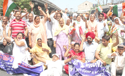 Displaced persons from PoJK staging protest at Dogra Chowk Jammu on Thursday. -Excelsior/ Rakesh