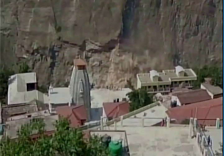 15000 tourists stranded after landslide in Uttarakhand