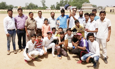 Akhnoor Zone team members posing for photograph with dignitaries after registering berth in the final of the Inter School Under-17 Cricket Tournament at Akhnoor on Wednesday.