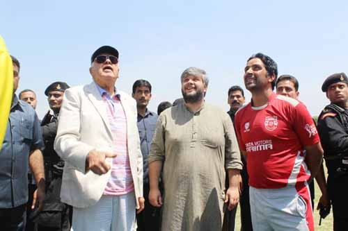 National Conference President and MP, Dr Farooq Abdullah tossing coin while inaugurating T20 Tournament at Budgam.