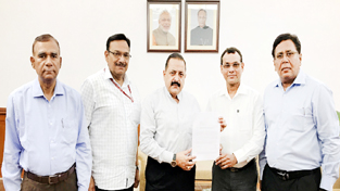 Union Minister Dr Jitendra Singh receiving a memorandum from a delegation of DANICS officers, at New Delhi on Monday.