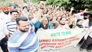 FMPHWs taking out protest march to the office of Divisional Commissioner, Jammu.    -Excelsior/ Rakesh