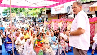 Speaker Kavinder Gupta addressing a public meeting at Nai Basti in Gandhi Nagar constituency on Sunday.