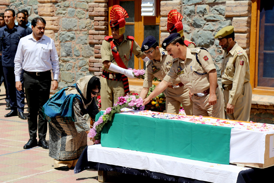 CM Mehbooba Mufti pays tribute to the police officer who was lynched by angry mob outside jamai masjid in Srinagar.Excelsior/Shakeel