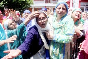 Relatives mourn the death of DySP in Srinagar on Friday. -Excelsior/ Shakeel