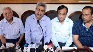 FoIJ Chairman Rajesh Jain addressing a press conference in Jammu on Thursday. —Excelsior/Rakesh