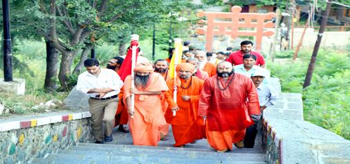 Charri-Mubarak of Shri Amarnath Ji being taken to Sharika-Bhawani Temple at Hari Parvat, Srinagar on Monday.  -Excelsior/Shakeel