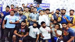 Medal winners of State Powerlifting Championship posing along with dignitaries in Jammu.