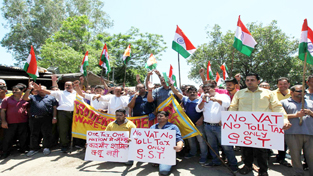 Ware House traders protesting in support of GST on Saturday. -Excelsior/Rakesh