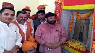 Minister for Forests, Ch Lal Singh and others paying tributes to Maharaja Pratap Singh at Reasi on Sunday.
