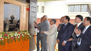 Governor NN Vohra inaugurating District Court Complex at Mominabad in Srinagar on Saturday.