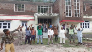 Villagers protesting against closure of PHC Badhota.