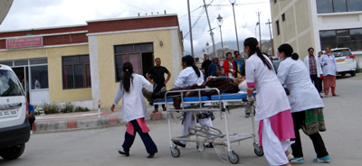 Injured person being shifted to hospital in Leh. — Excelsior/Morup Stanzin