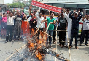 Agitating Contractual Lecturers take out 'funeral' procession of State Govt