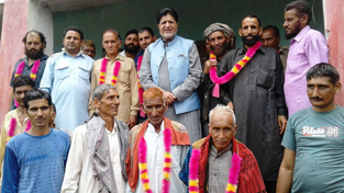 Minister for Animal Husbandry, Abdul Ghani Kohli, posing with villagers of Daggal Halal in Kalakote constituency.