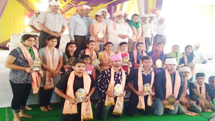 Meritorious students honoured by Guru Ravi Dass Trust posing for a group photograph.