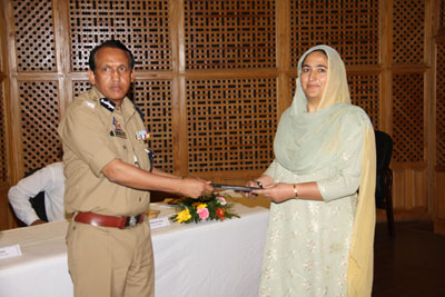 Special DGP VK Singh awarding a participant of two days training prog at PHQ Srinagar on Friday.
