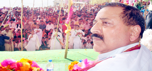 Union Minister, Dr Jitendra Singh addressing a public meeting at Humble in Doda district on Sunday. —Excelsior/Tilak Raj