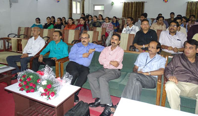 Audience during guest lecture by CU faculty.
