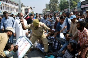 Police foil protest march against shifting of Batamaloo Bus Stand