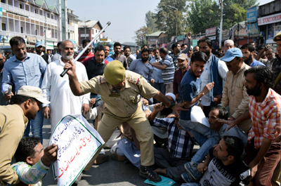 Traders and transporters protesting in Srinagar on Wednesday. — Excelsior/Shakeel