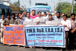 JWAM holds protest over worst  condition of roads, traffic problem