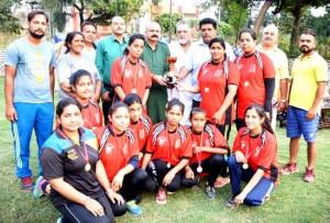 Sampark, Sandeep Pal Clubs lift women, men title trophies