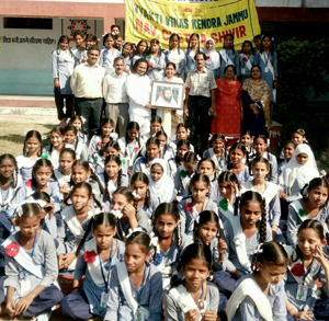 Students of Government Girls Middle School, Nagrota posing with AoL officials during a Nav Chetna Shivir.
