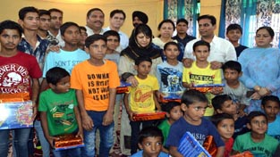 Chief Minister Mehbooba Mufti posing with inmates of children's home at R S Pura.