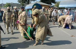 Police foils Anganwadi workers' march