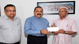 A senior citizen handing over a cheque of Rs 40,000 to Union Minister, Dr Jitendra Singh to be donated in PM's Fund on Sunday. — Excelsior/Rakesh