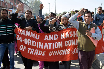 Jammu and Kashmir Coordination Committee of Trade Unions (JKCCTU) holding protest at Srinagar on Wednesday. —Excelsior/Shakeel