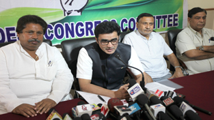 AICC spokesperson Dr Ajoy Kumar addressing press conference in Jammu on Wednesday. —Excelsior/Rakesh