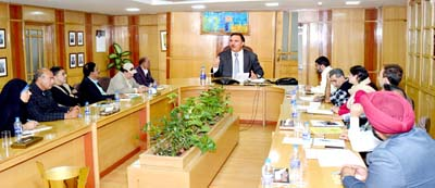 J&K Bank Chairman Parvez Ahmed and delegation of PHDCCI during meeting at Srinagar.