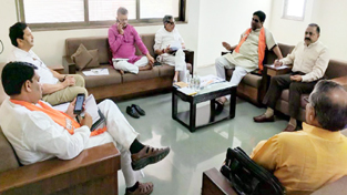 Union Minister Dr Jitendra Singh at anelectionreview meeting at State BJP headquarters at Ahmedabad, Gujarat on Tuesday. Also seenare BJP National General Secretary Bhupendra Yadav and State General Secretary (Org.) Bhikubhai Dalsania.