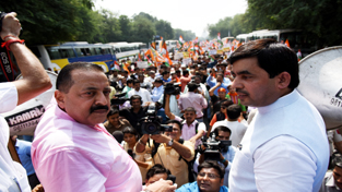 Union Minister Dr Jitendra Singh, flanked by senior BJP leaders, leading the