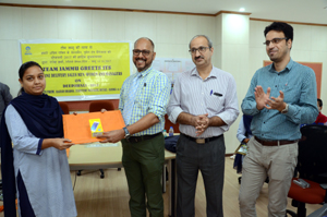Rajesh Sharma, Territory Manager (Retail) of BPCL awarding a winner of quiz competition.