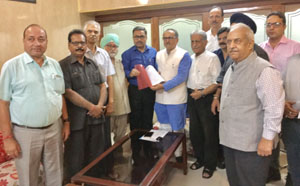 Delegation of CTF submitting memorandum to DyCM in Jammu.